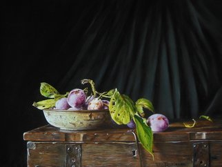 Jan Teunissen; Plums In A Rusty Dish On A Box, 2018, Original Painting Oil, 40 x 30 cm.