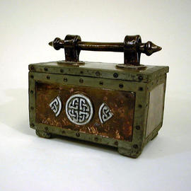 Celtic Box with handle