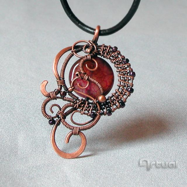 Aniko Hencz \'Stylish wired pendant with marsala cracked agate stone ...