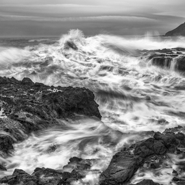 Jon Glaser Artwork Cresting Wave, 2013 Black and White Photograph, Seascape