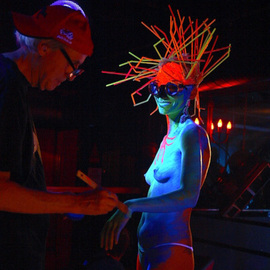 BODY ART PAINTING PERFORMANCE MAD