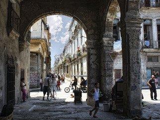 Nelkis Ramirez Artwork F09 003 Bajo la sombra de los portales, 2009 F09 003 Bajo la sombra de los portales, Cityscape