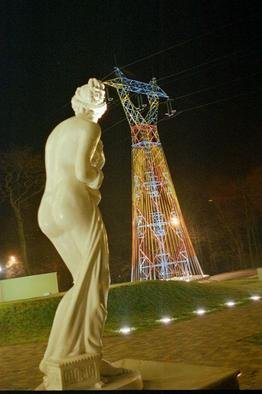 Artist: Elena Paroucheva - Title: Amneville pylone 13 - Medium: Color Photograph - Year: 2004
