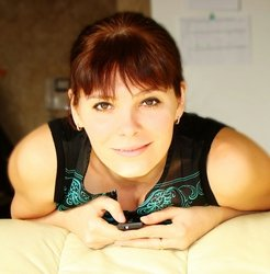 Photograph of Artist YULIA SCHUSTER
